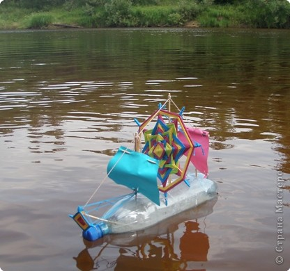 Этим летом сплавлялись на байдарках по Керженцу (Нижегородская область). С нами в походе было много детей. И вот Антон решил сделать парусник. фото 7