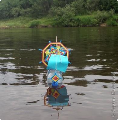 Этим летом сплавлялись на байдарках по Керженцу (Нижегородская область). С нами в походе было много детей. И вот Антон решил сделать парусник. фото 8