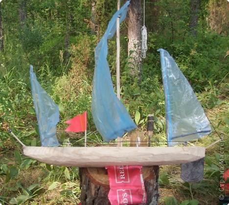 Этим летом сплавлялись на байдарках по Керженцу (Нижегородская область). С нами в походе было много детей. И вот Антон решил сделать парусник. фото 2
