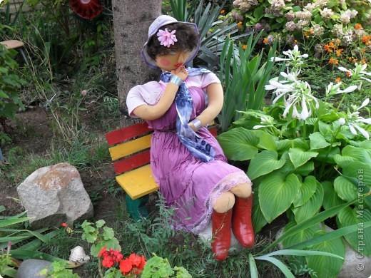 Кукла для украшения палисадника