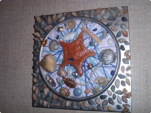 Корпус от старых часов покрыла серебряной краской из балончика, вместо цыферблата- потолочная плитка, обмотанная нитками, всё приклеила на клей ПВА. фото 1