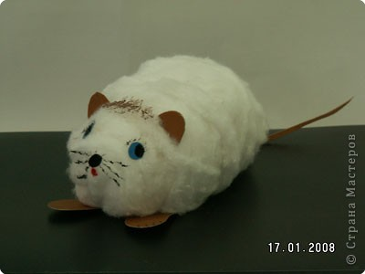 Беленький мышонок