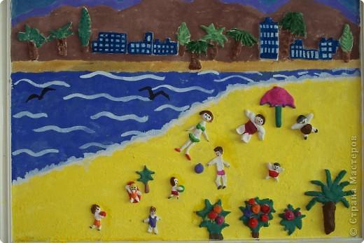 """Пляж. Какое же лето без солнца, купания и загара?! Лето и пляж неразделимы!   Пляжные девочки, пляжные мальчики,  Солнце разденет вас всех догола,  Вскружит вам головы пена морская,  Теплый песок так податлив для сна!  (Олег Черняк, из стихотворения """"Про пляж"""")"""