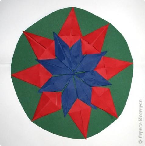 Снежинка из модулей оригами.