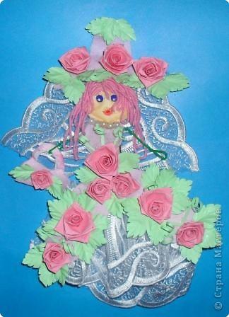 Эту куколку мы сделали из ткани, украсили ее платье  и шляпку бумажными цветами