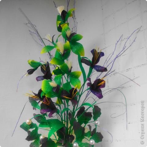 Пушистые цветочки сделаны из ниток. фото 2