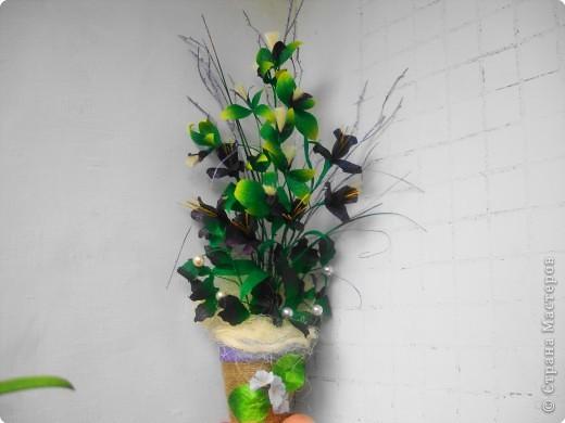 Пушистые цветочки сделаны из ниток. фото 3