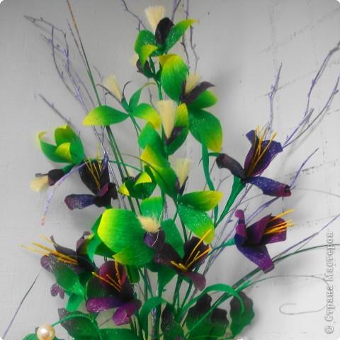Пушистые цветочки сделаны из ниток. фото 1