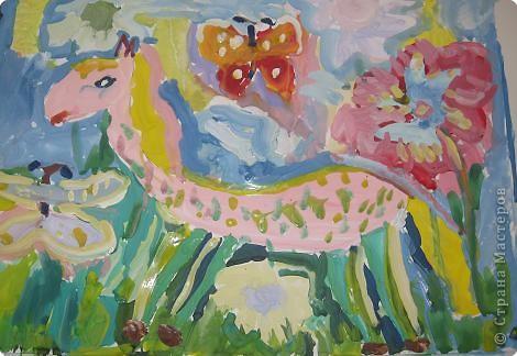 Лошадка, цветы и бабочки.