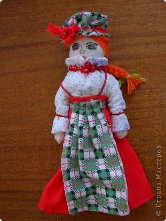 Тряпичная кукла была традиционной игрушкой даже в самых бедных крестьянских  семьях. В иных домах до ста штук накапливалось. Куклы были не только девчачьей забавой