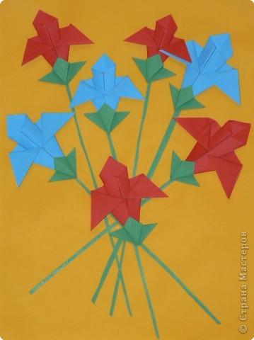 Ирисы выполнены в технике оригами.