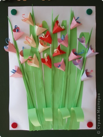 А у нас в садочке, выросли цветочки. Всю весну мы их сажали, поливали, наблюдали. А в последние летние деньки ими дружно любовались.