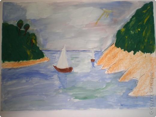 Белый парус в синем море