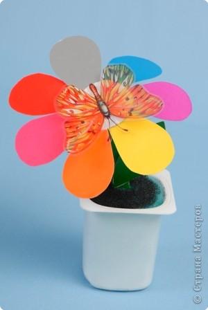 Есть на свете цветок алый-алый,  Яркий, пламенный, будто заря,  Самый солнечный и небывалый,  Он мечтою зовётся не зря.    фото 1