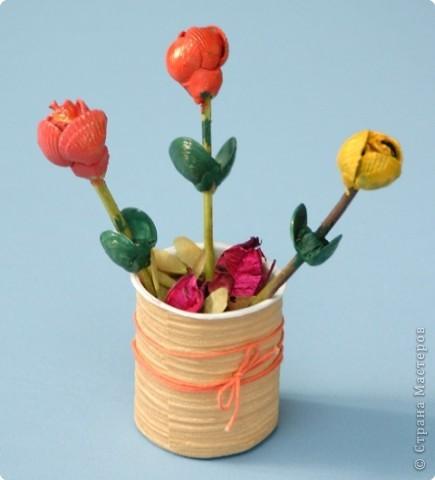 На голове цветка – тюрбан Бутоны раскрывает. Мне снилось, что один тюльпан, Дюймовочку скрывает!