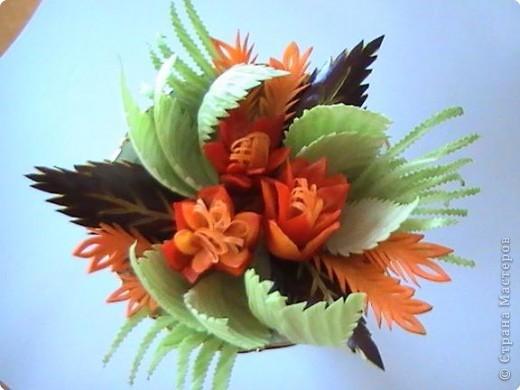 """Эта цветочная композиция выполнена из овощей в технике """"карвинг"""". Овощи, напитываясь теплом лучезарного солнца, дарят красоту и радость. фото 1"""