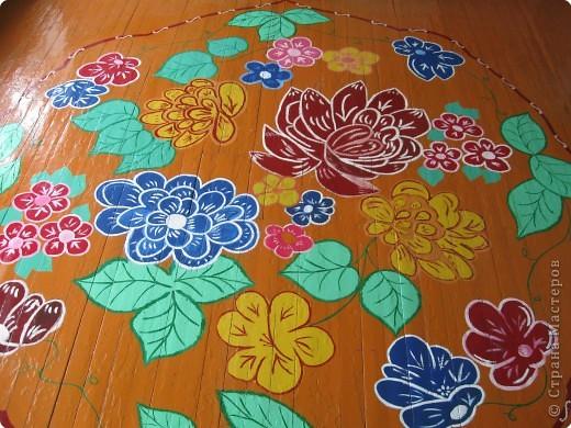 Такой цветочный ковер украшает пол нашего класса.