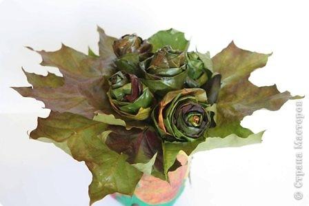 Мне очень нравятся розы. Цветут они к сожалению только летом. Мне очень хотелось вспоминать об этих цветах, поэтому дарю и вам и себе этот букет. http://stranamasterov.ru/node/2168