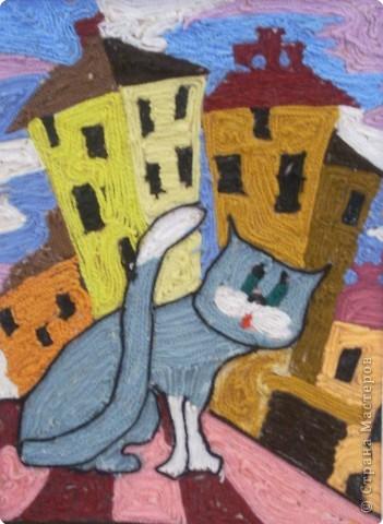 Солнечный полдень, горячая крыша, пыльный чердак, жирный голубь в окошке, от любопытных мальчишек повыше место нашлось размечтавшейся кошке, кошка мечтает о розовых крыльях, что бы в размахе - как тень дельтаплана, что бы красивыми крылышки были, жмурится кошка, впадая в нирвану, томно и плавно над крышей взлетает, не побоявшись казаться нелепой, тихо ликует... смотрите, летаю!                  Автор: Марина Мельникова