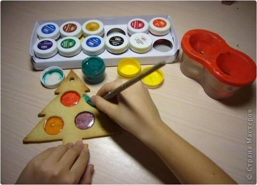 Нам понадобилось:  мука вода разноцветная карамель гуашь декоративные краски огромное желание фото 9