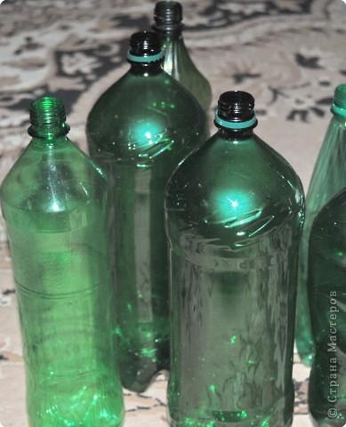 1.Беру пластмассовые зеленые бутылки. фото 1