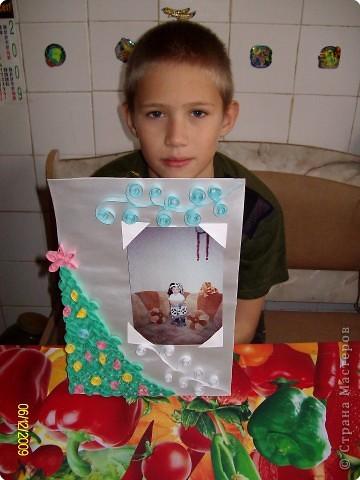 Мне очень хотелось подарить младшему брату Даниилу необычный подарок и я решил сделать ему Новогоднюю рамочку для фотографии. фото 2