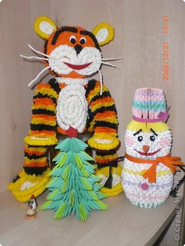 Тигренок, Снеговик и елка