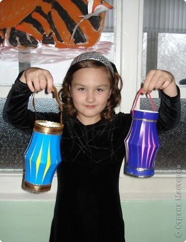 Такие фонарики Даша сделала для украшения школьной елки.