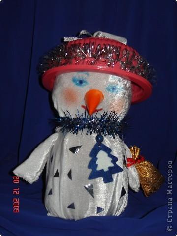 задумчивый снеговик