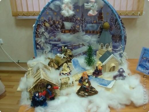 """Общий вид. Это большая работа. Трудились над ней всем нашим дружным коллективом более месяца.  Композиция """"Рождество"""" сделана в подарок всем жителям  и гостям г.Строитель к Новому Году и Рождеству. Находится на выставке в Православном центре. фото 1"""