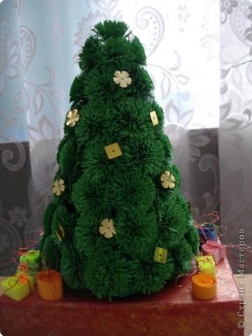 Эту ёлочку смастерила семья Дехтерёвой Кати. В подставку можно сложить конфеты и поставить дома под ёлку. Прекрасный сюрприз ребёнку!