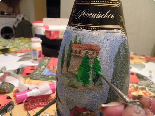"""У нашей семьи много родственников и друзей,каждому хочется что- нибудь подарить,чтобы дёшево и сердито.Мы с дочерью решили задекорировать бутылки с шампанским в технике """"декупаж"""".И я считаю,что это очень даже необычный подарок. фото 5"""