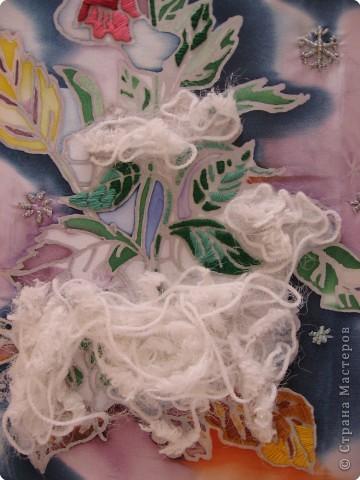 В этой картине переплелись две техники - батик и вышивка. Сначала Таня расписала ткань специальными красителями. фото 3