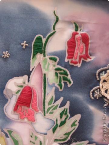 В этой картине переплелись две техники - батик и вышивка. Сначала Таня расписала ткань специальными красителями. фото 2