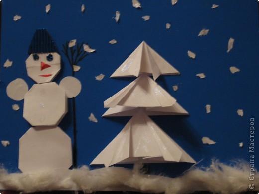 Сказочная Новогодняя ночь. Белый снег пушистый В воздухе кружится И на землю тихо Падает, ложится.