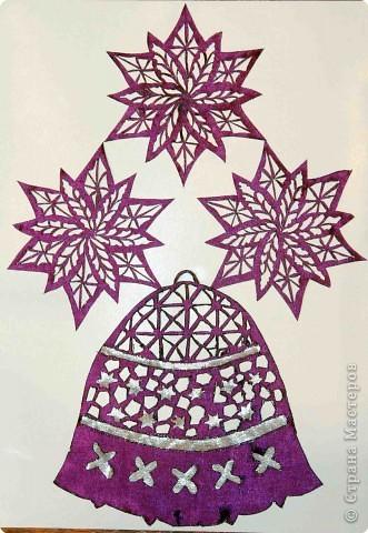 """Моя открыточка """"Новогодний колокольчик» выполнена в память серебряных колокольчиков с саней самого Деда мороза. Этот волшебный звон разлетается далеко, радостно извещая всех о приближении самого желанного и волшебного праздника."""