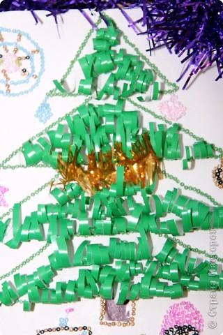 Новый год в снегу кружится, Уже в двери к нам стучится. Мы откроем окна, двери. Не боимся мы метели. Дед Мороз к нам идет И подарочки несет!!!  фото 2