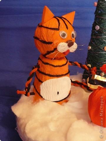 Тигр с подарком. фото 2