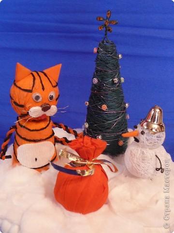 Тигр с подарком. фото 1