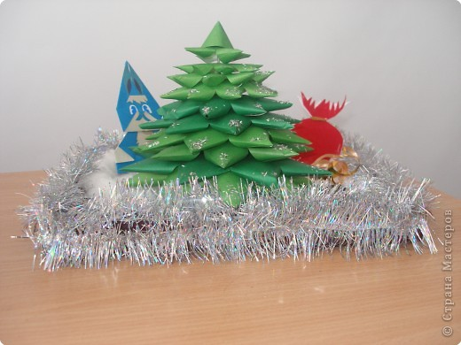 У Новогодней ёлки. фото 2