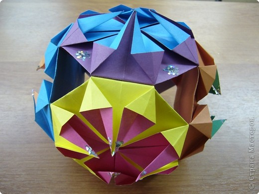 Многоугольный ёлочный шар