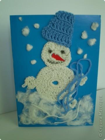 Мой Снеговичок - баловник и шалунишка. Размотал моток пряжи и веселится.