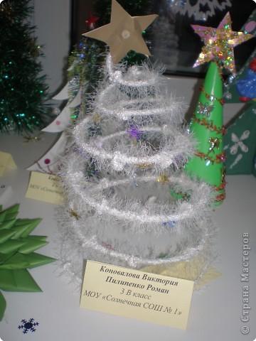 Такие ёлочки украсили нашу школу к Новому году фото 7