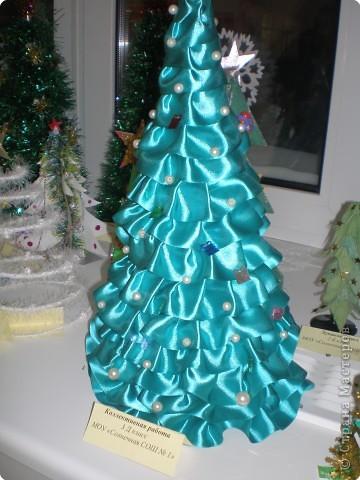 Такие ёлочки украсили нашу школу к Новому году фото 9