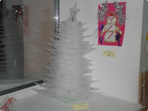 Такие ёлочки украсили нашу школу к Новому году фото 11