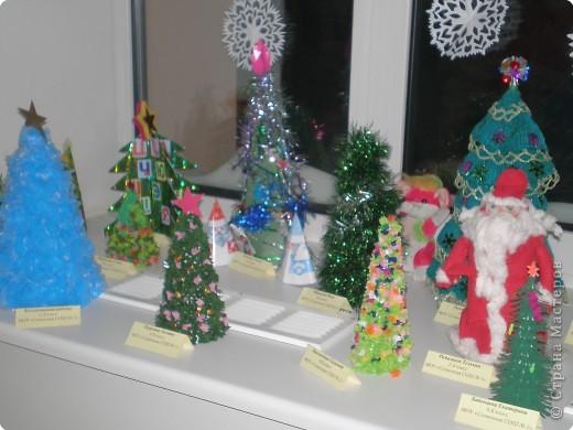 Такие ёлочки украсили нашу школу к Новому году фото 2