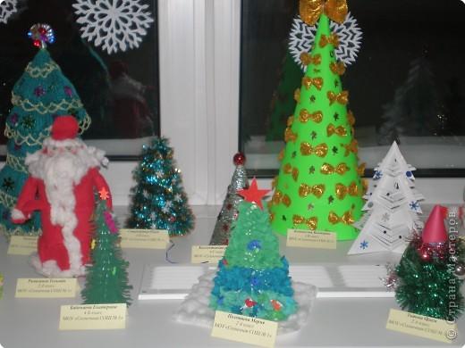 Такие ёлочки украсили нашу школу к Новому году фото 1