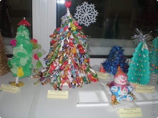 Такие ёлочки украсили нашу школу к Новому году фото 3