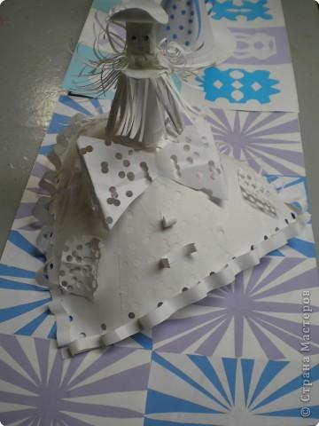 Коллективная работа по созданию  фасада Дворца Снежной королевы,  паркета в танцевальном зале  и своего персонажа в костюме.  Выполняли в преддверии Нового года. фото 6