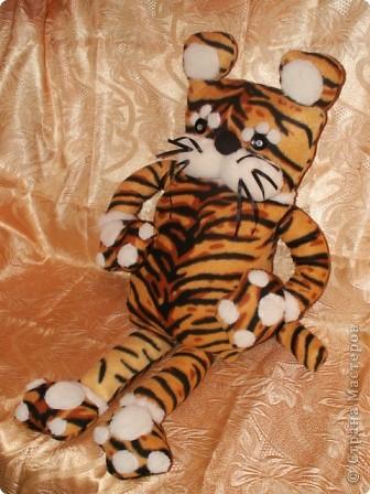 "Интерьерная игрушка тигр усатый полосатый. ""Тигр добрый,  усатый, полосатый, рыжий и носатый..."""